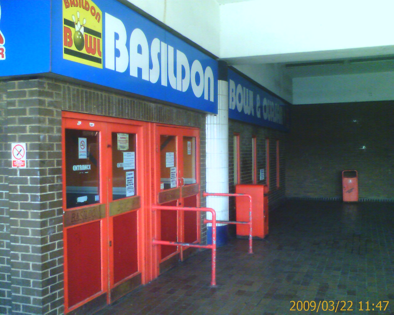 Basildon Bowl and Quasar - Entrance